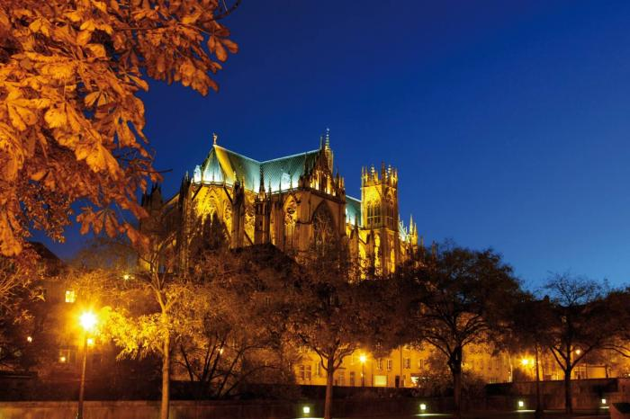 Cathedral in Metz at night